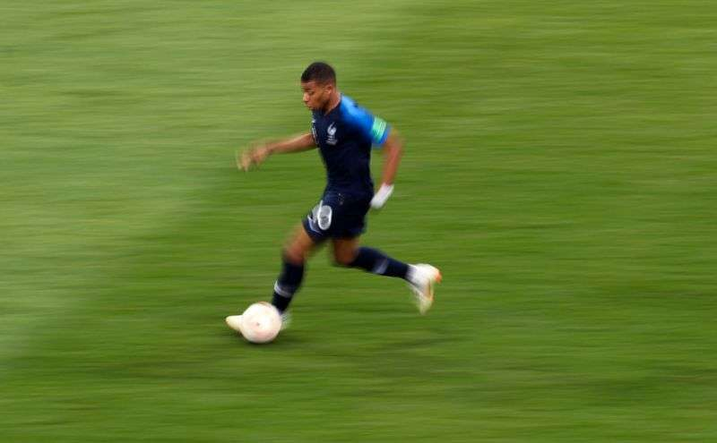 Top 5 fastest football players in the world