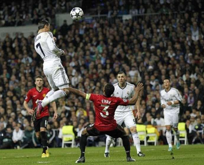 cristiano ronaldo jump manchester united vs as roma 2008