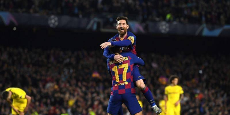 Lionel Messi agrees a new contract with Barcelona which will keep him at the club until 2026.